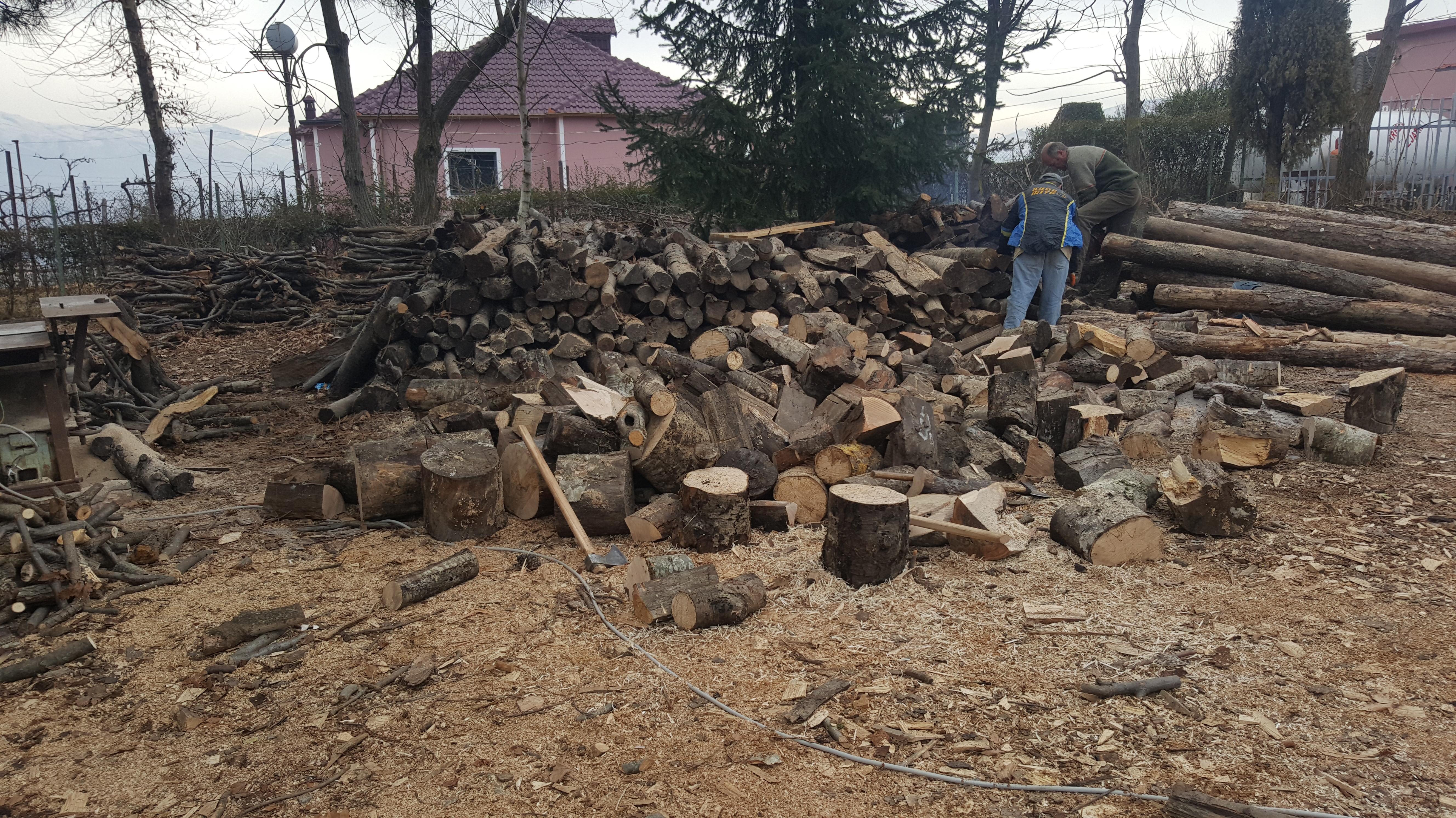 Ështe bërë  furnizimi i shkollave me dru zjarri nga Bashkia Mat.