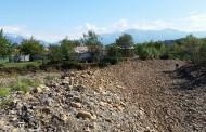 Bashkia Mat ndërhyn në Përroin e Shehut në fshatin komsi