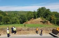 Hapet rruga e varrezave në fshatin Shoshaj